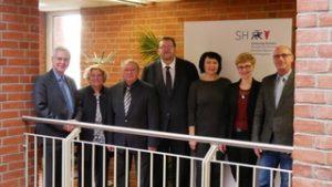 Staatssekretär Torsten Geerdts mit Mitgliedern der UPJ und der Jüdischen Gemeinde Kiel